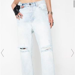 Hooligans Light wash/ Ripped jeans